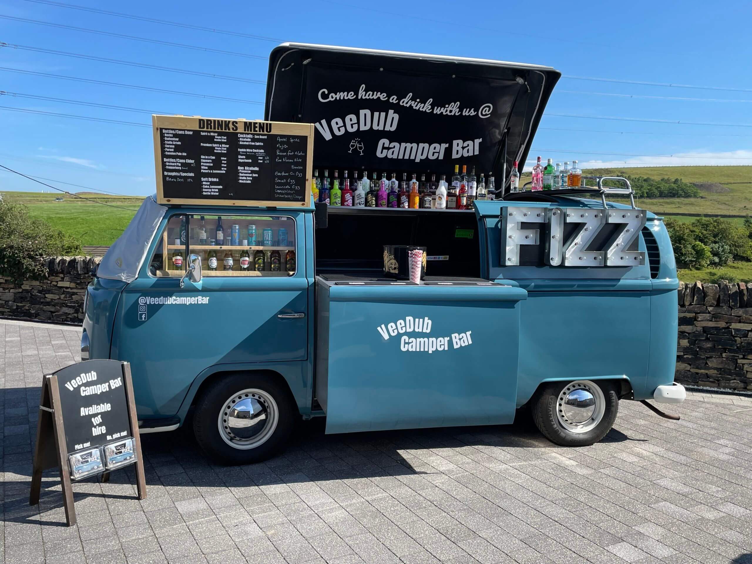 Outdoor Mobile Bar - Converted Vehicle - Weddings - Tipee